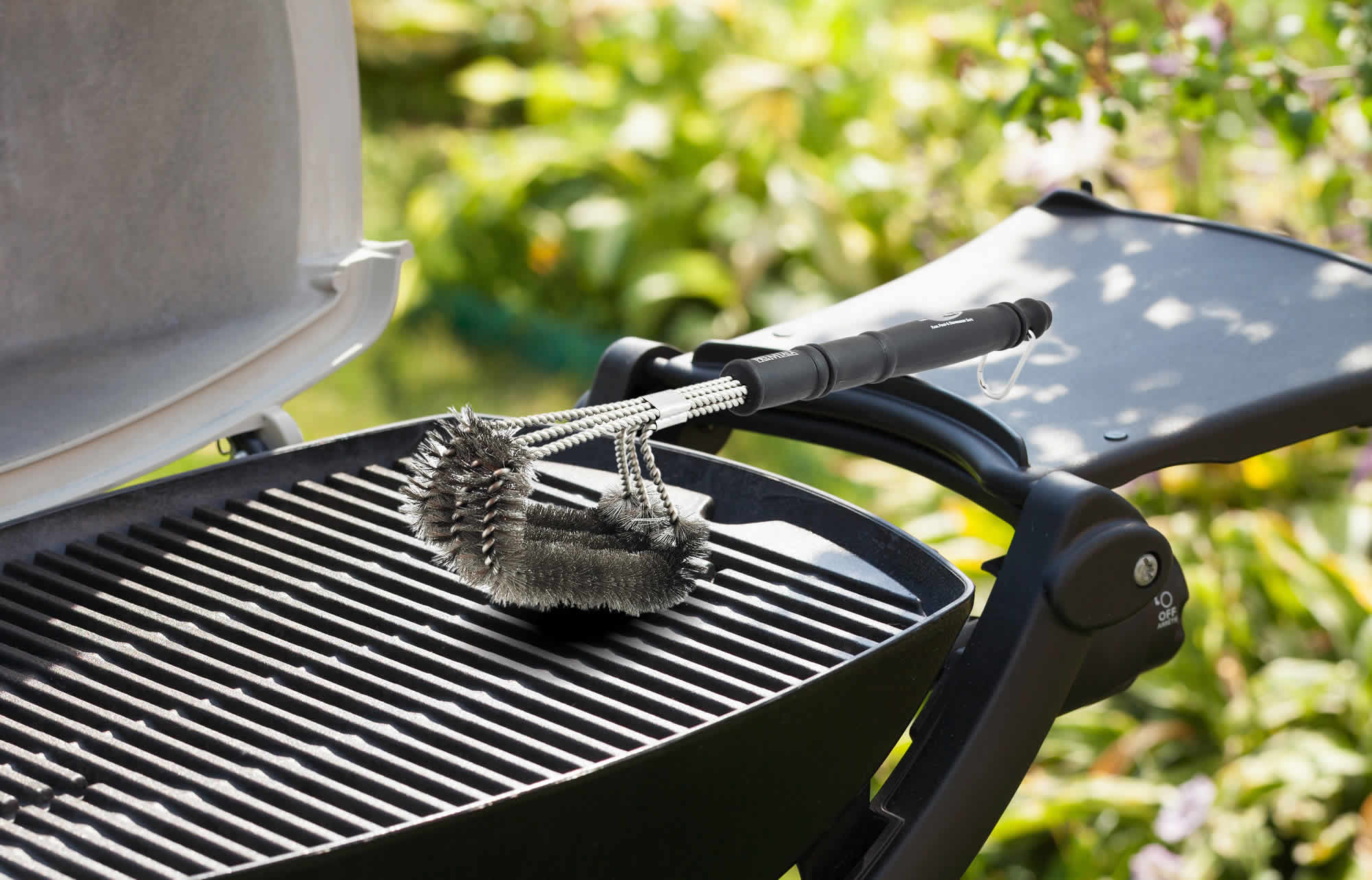 how to properly clean a grill